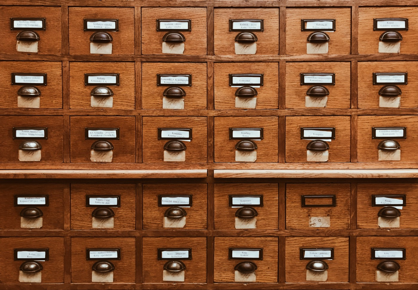 An offline database—file archive
