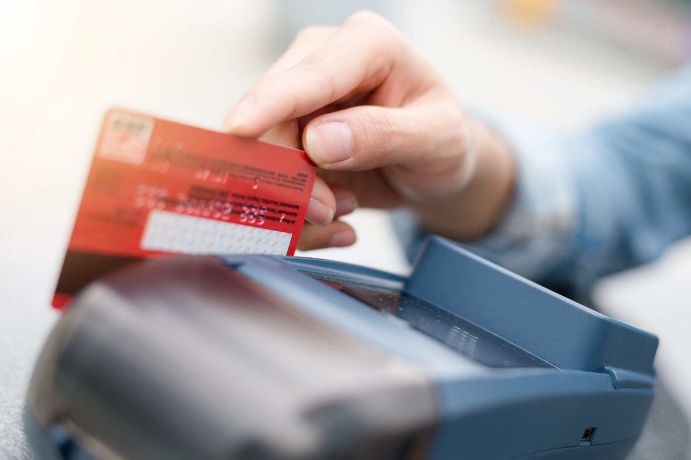 How Credit And Debit Machines Are Optimizing The Business For Small Merchants?