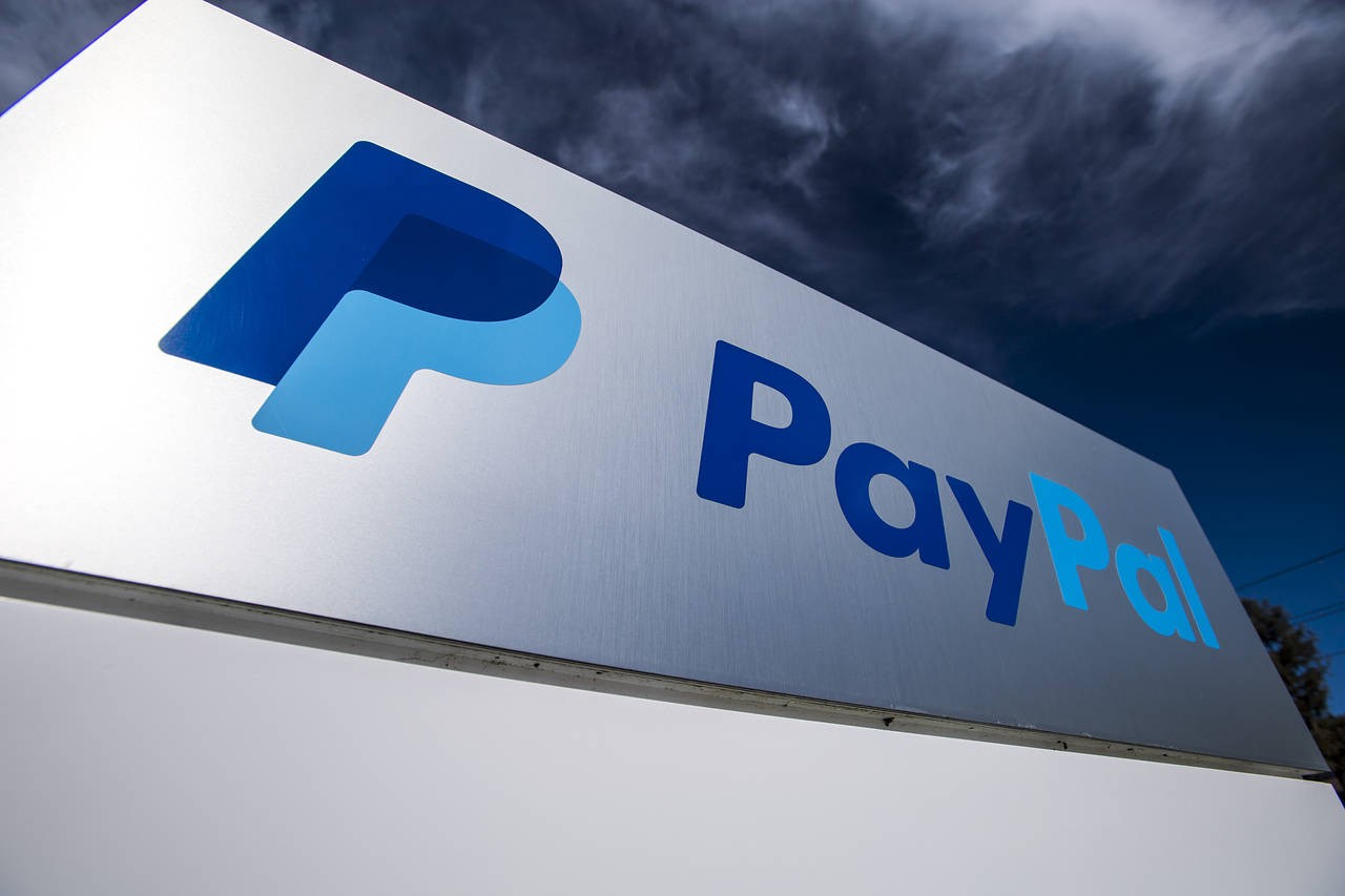 PayPal Holdings Inc (NASDAQ: PYPL) Partners With United Airlines to Allow Passengers to Make In-flight Purchases