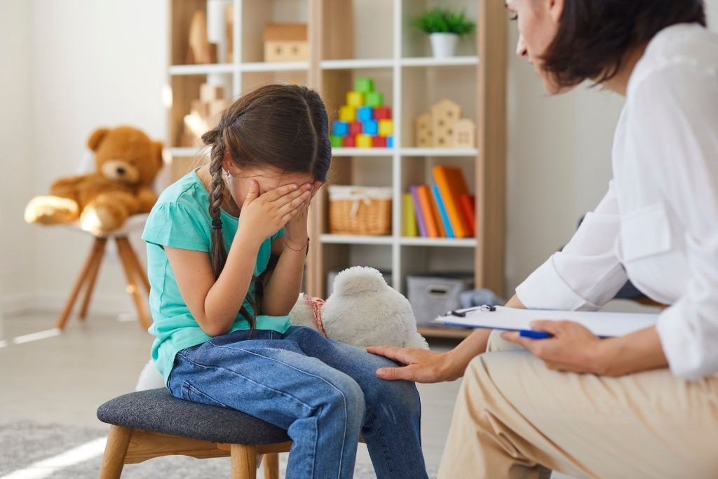 Let the Child Relieve Stress Through Tears to Learn How to Deal With Emotions