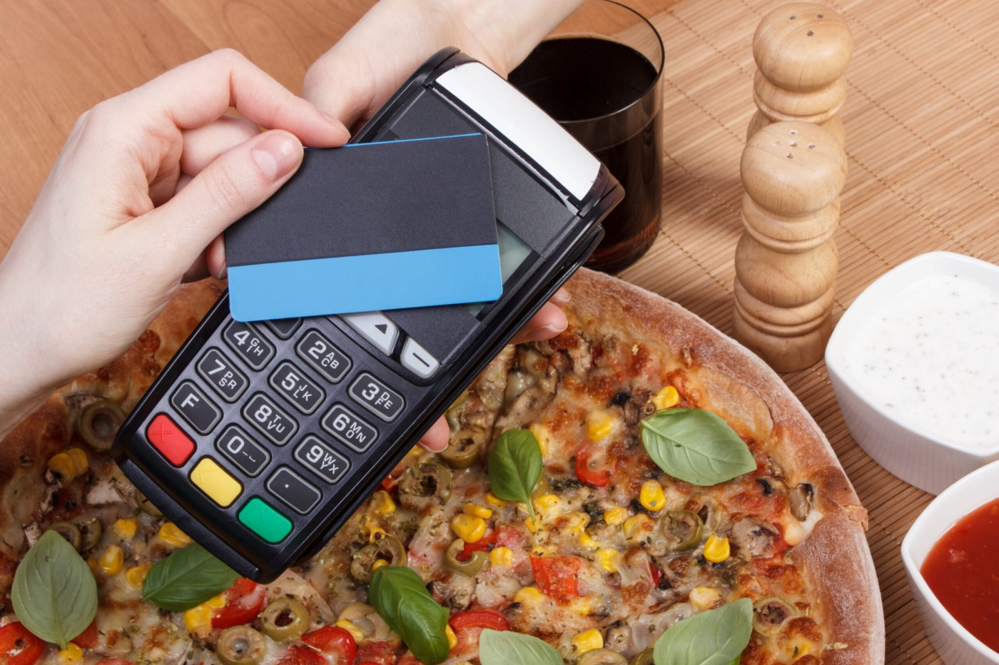 Major Benefits of Having Pay At The Table Terminals In Restaurant Business