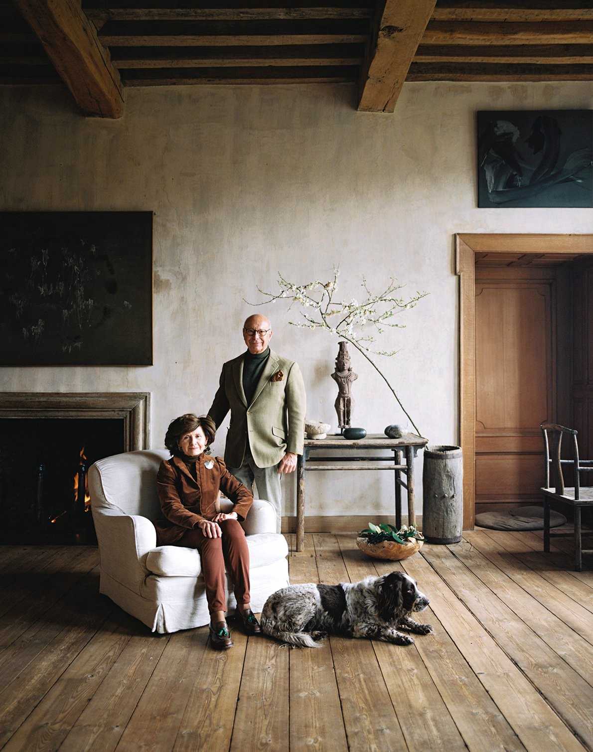 May and Axel Vervoordt in the Oriental Salon on the first floor of the castle, with their family dog Inu. Vervoordt is renowned for telling stories using a sensitive palette of mediums to share his vision of life where philosophy plays a key role. (Photo: Mariluz Vidal, Living In)