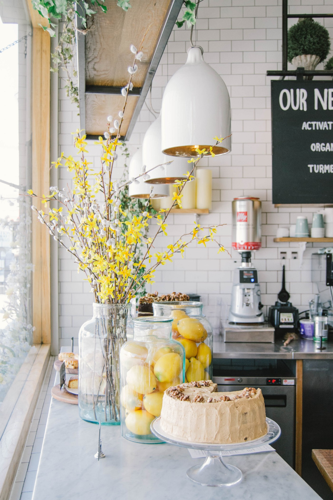 Decorating the kitchen with flowers