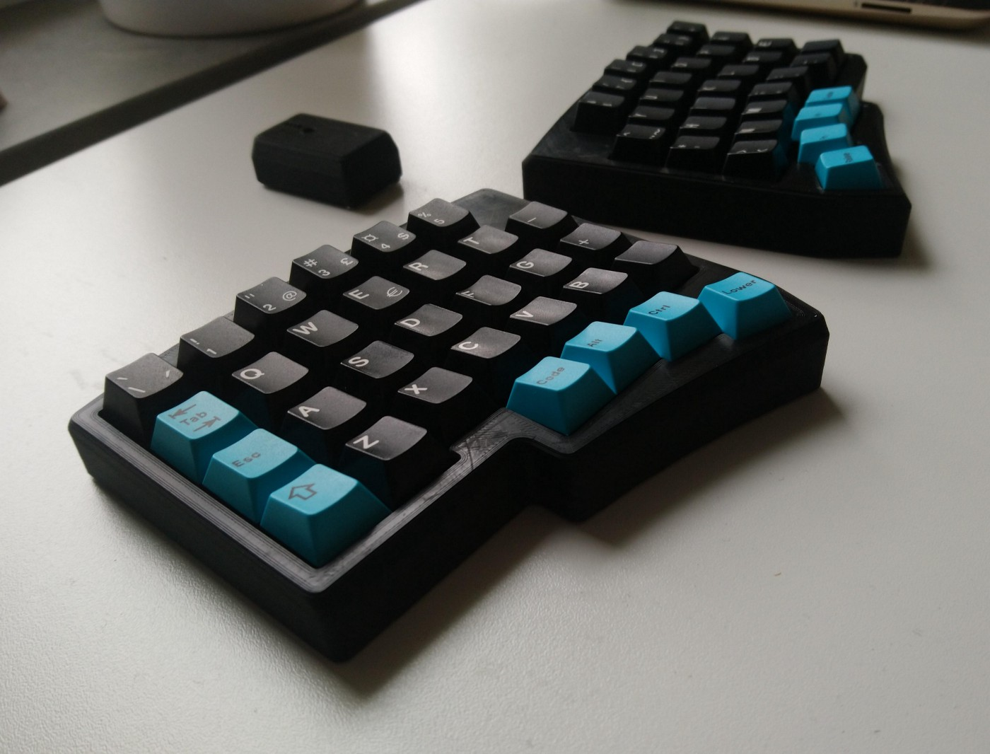An ergonomic keyboard