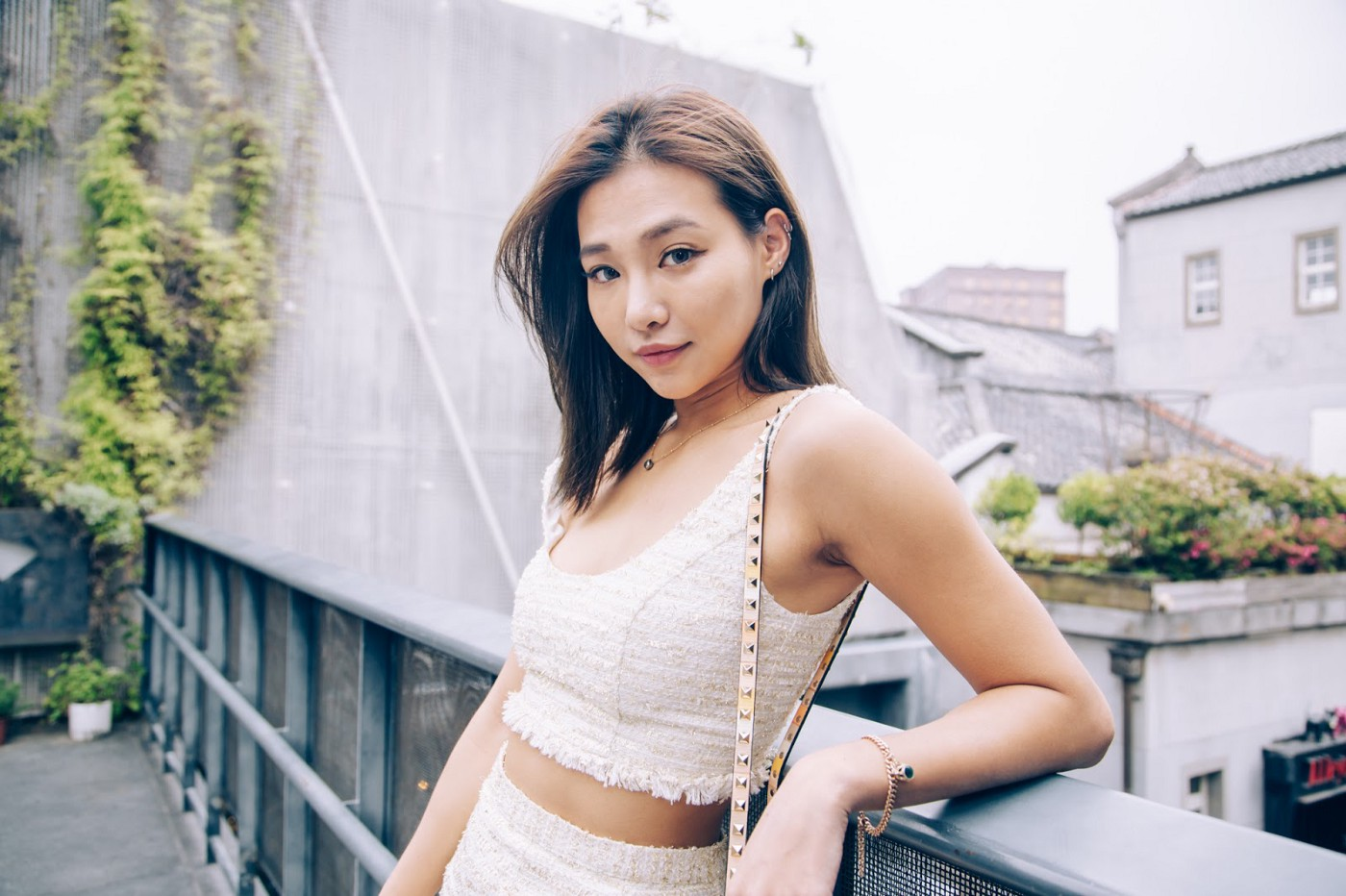 2021 Influencer Marketing Trends 1. Influencer doing a photoshoot and posing against an aesthetic backdrop in Taipei, Taiwan.