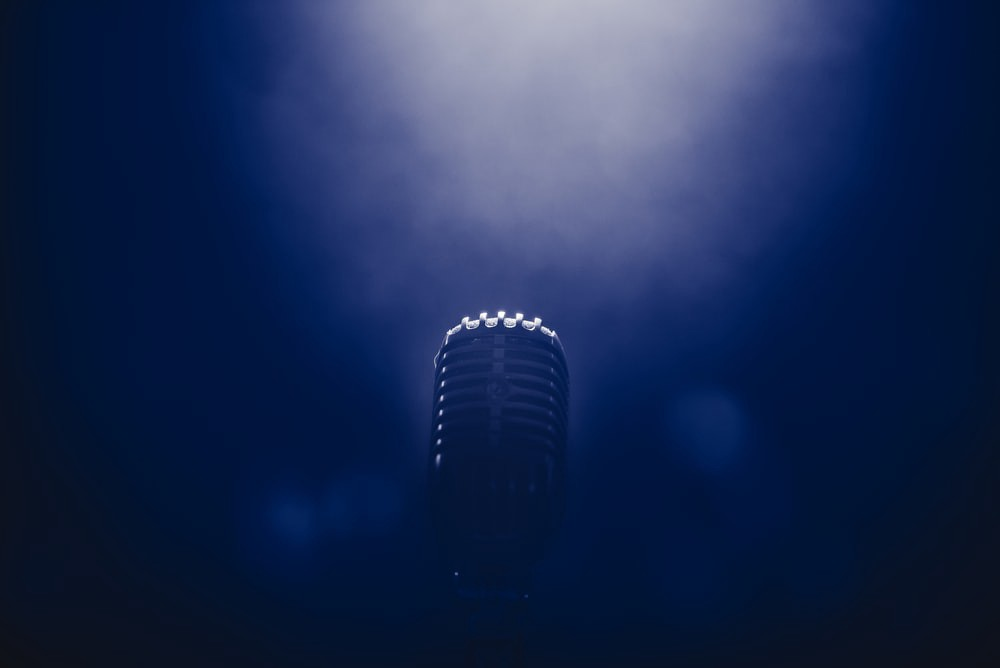 Low light stage microphone