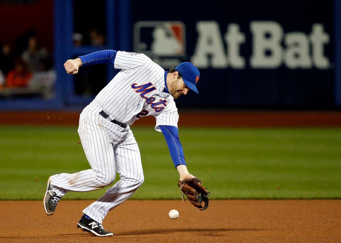 Daniel Murphy makes an error in Game 4 of the 2015 World Series