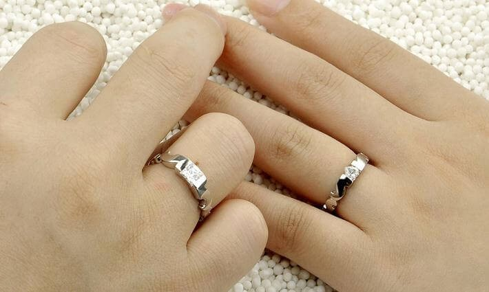Which finger do you wear a promise ring