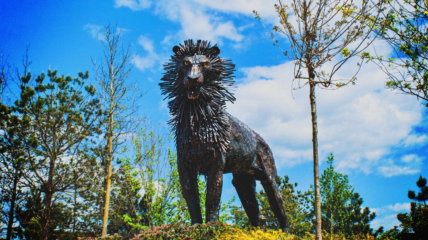 Statue of lion with mane like porcupine quills