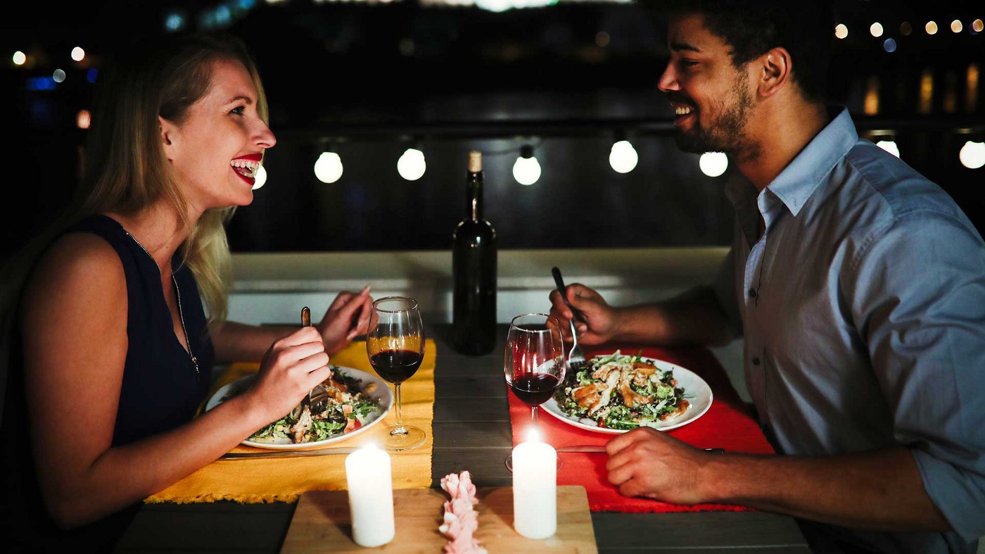 A young couple on their first date, much like when a startup pitches a potential investor.