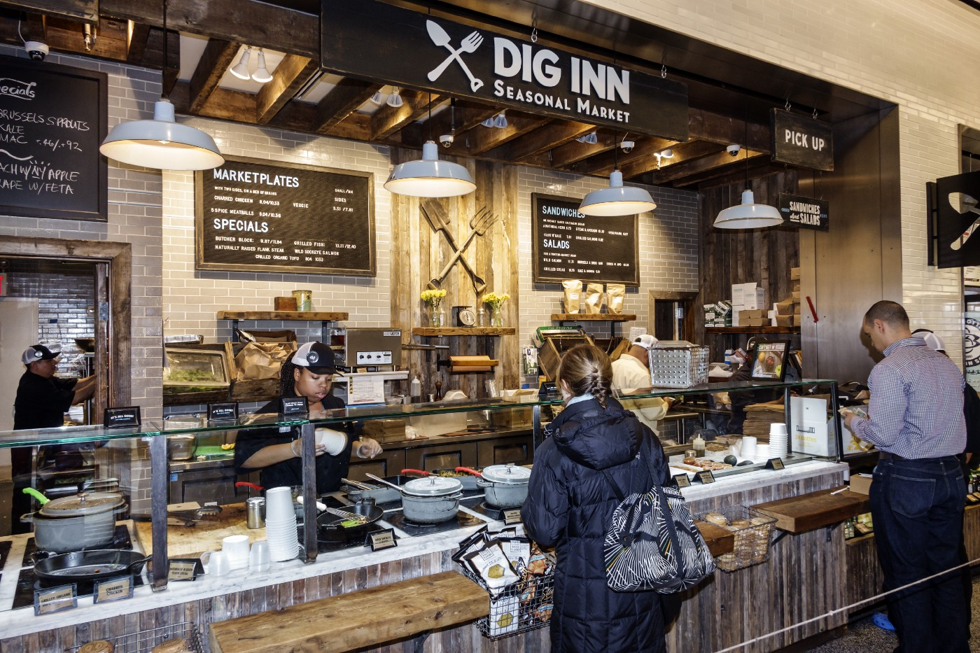 Dig Inn Seasonal Market counter in a shopping center at Brookfield Place.