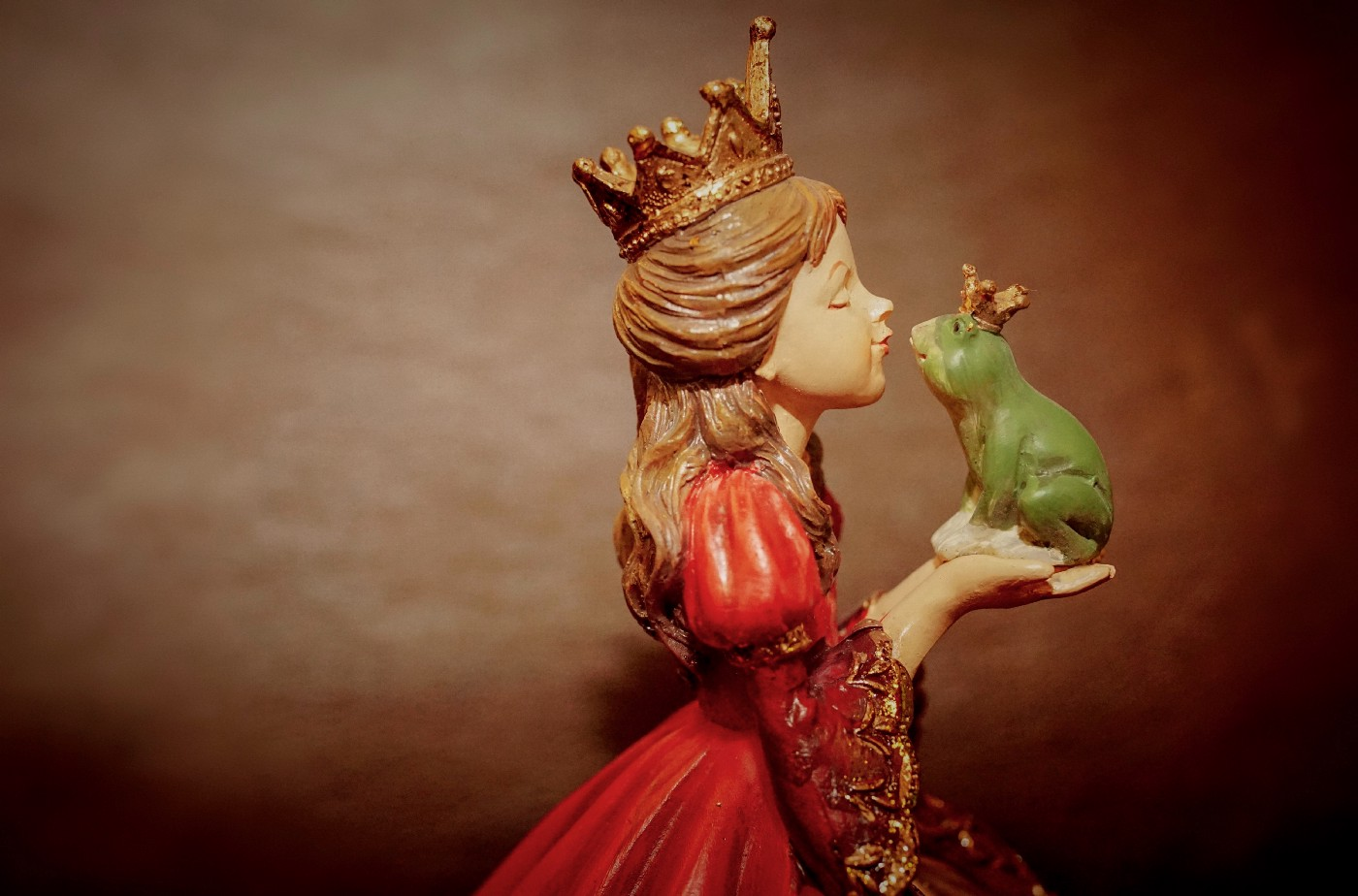 Princess and Frog (Photo by Susanne Jutzeler from Pexels)