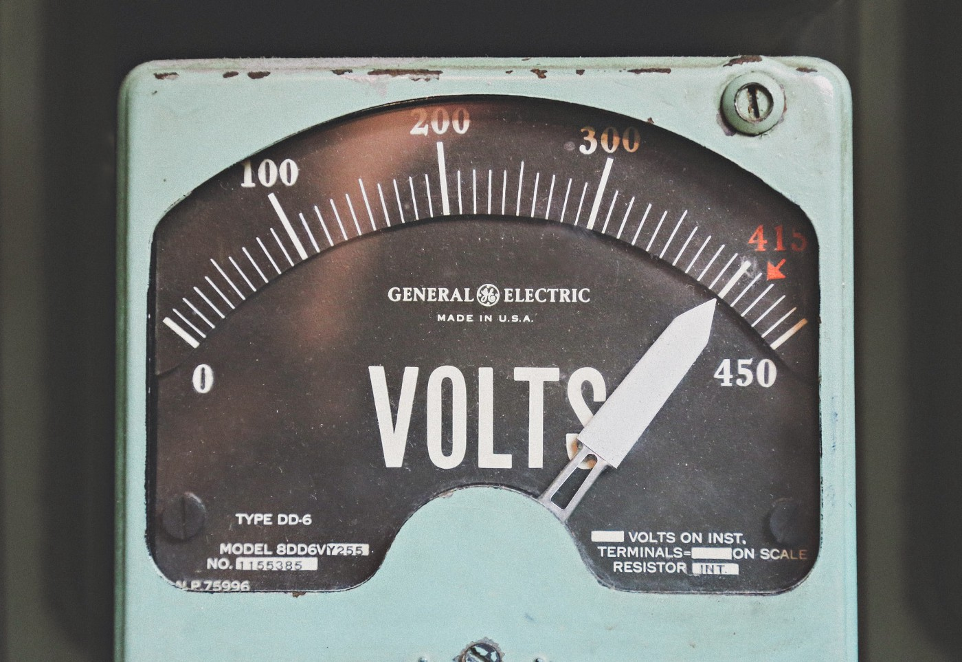 A device to measure voltage.