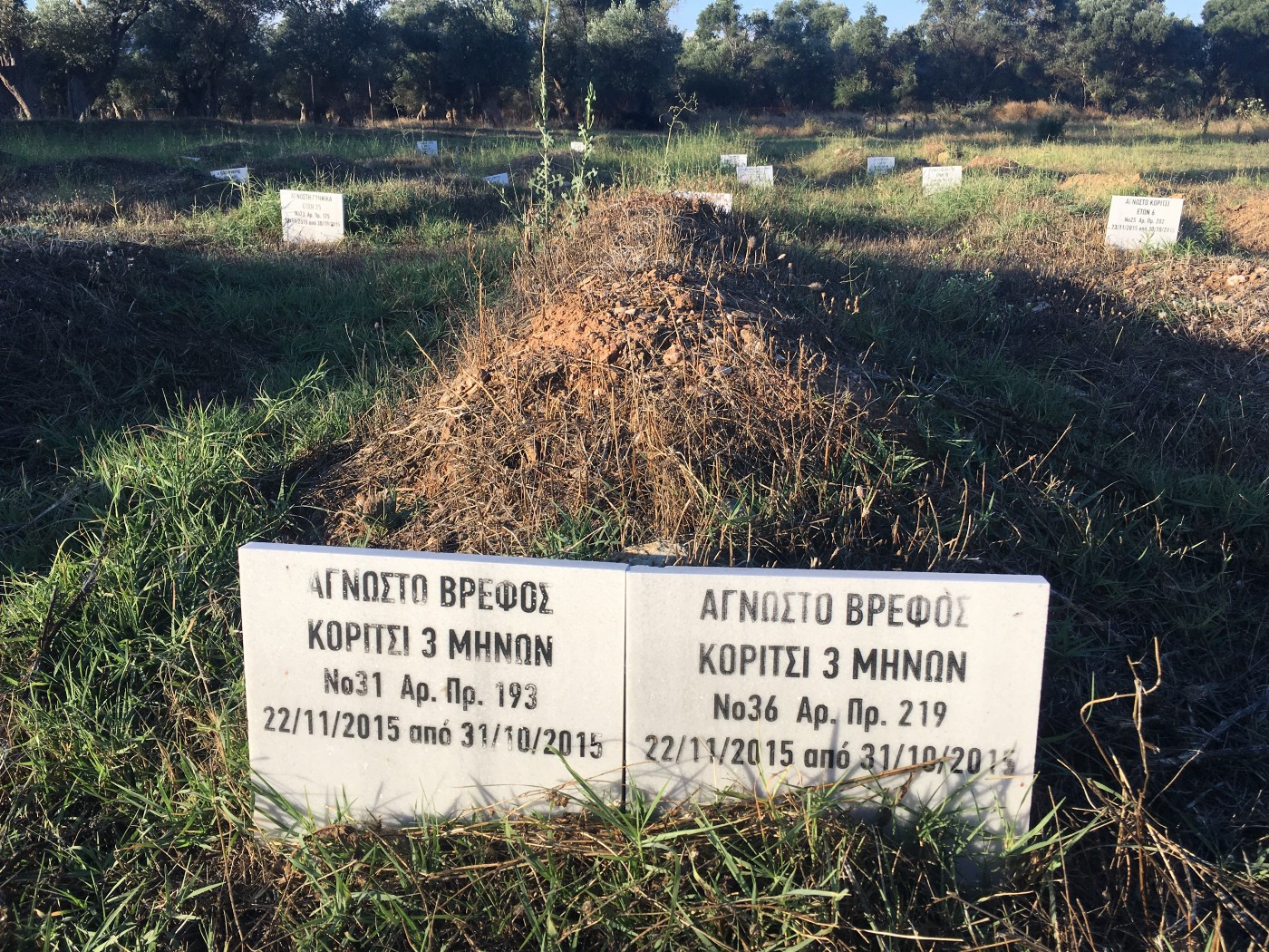 Two anonymous graves in Dawa's cemetary. Photo: Isaac Wolfe.