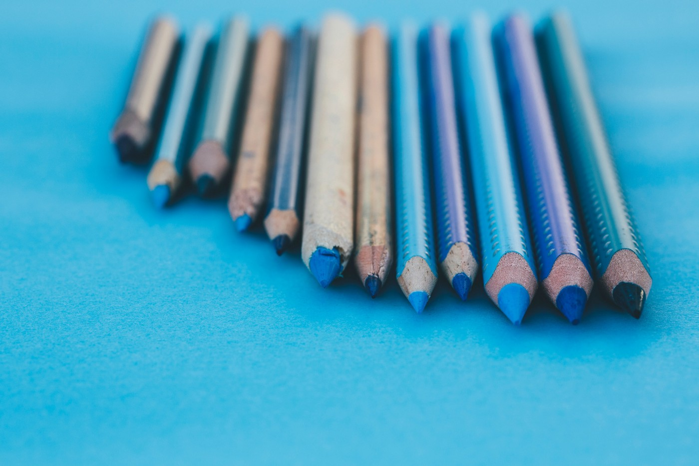 Line of irregular length 12 pencils in various shades of blue