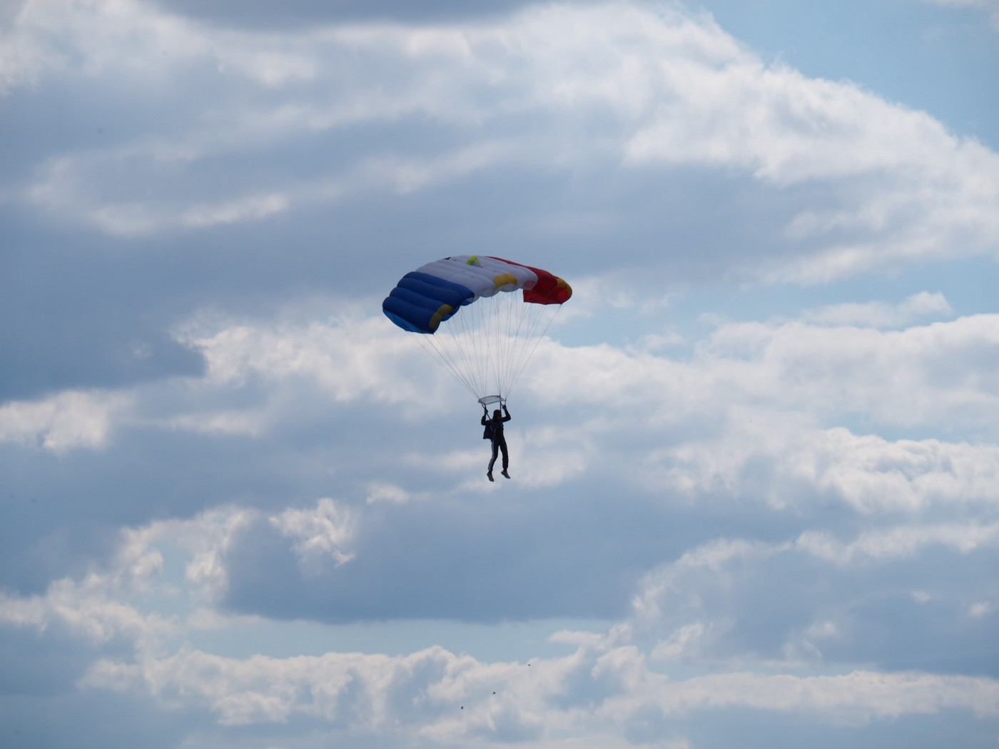 Picture of a person parachuting.