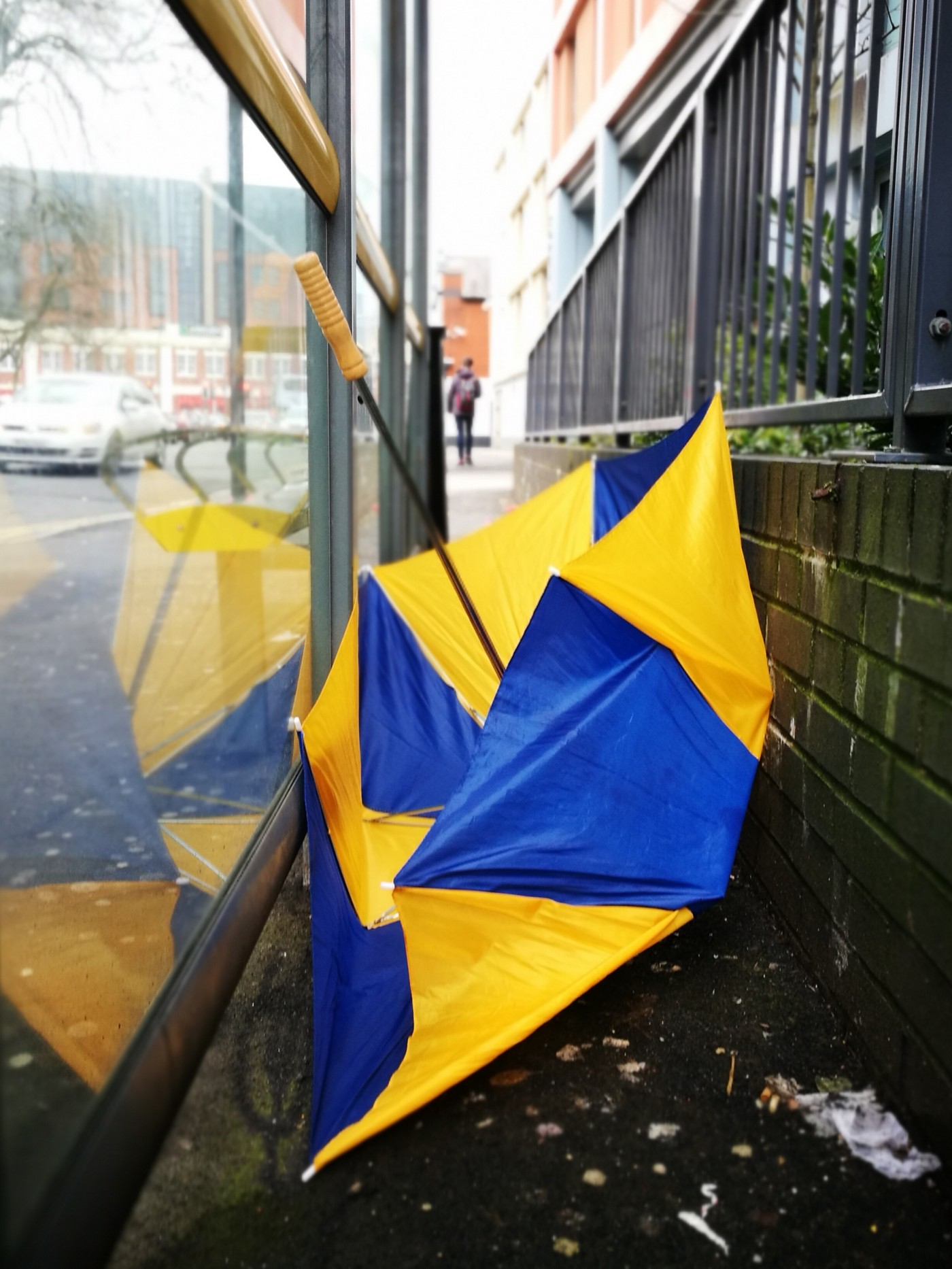 An unrelated 'bandoned 'brolly. Probably represents something important.