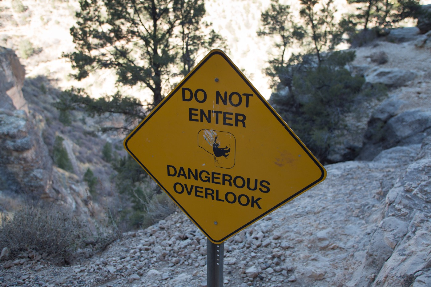 A sign on the Centennial trail that reads: Do Not Enter, Dangerous Overlook.