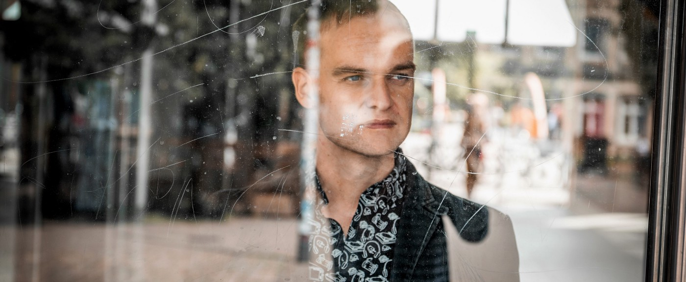 tomeque behind glass (Photo: Andreas Muhme)