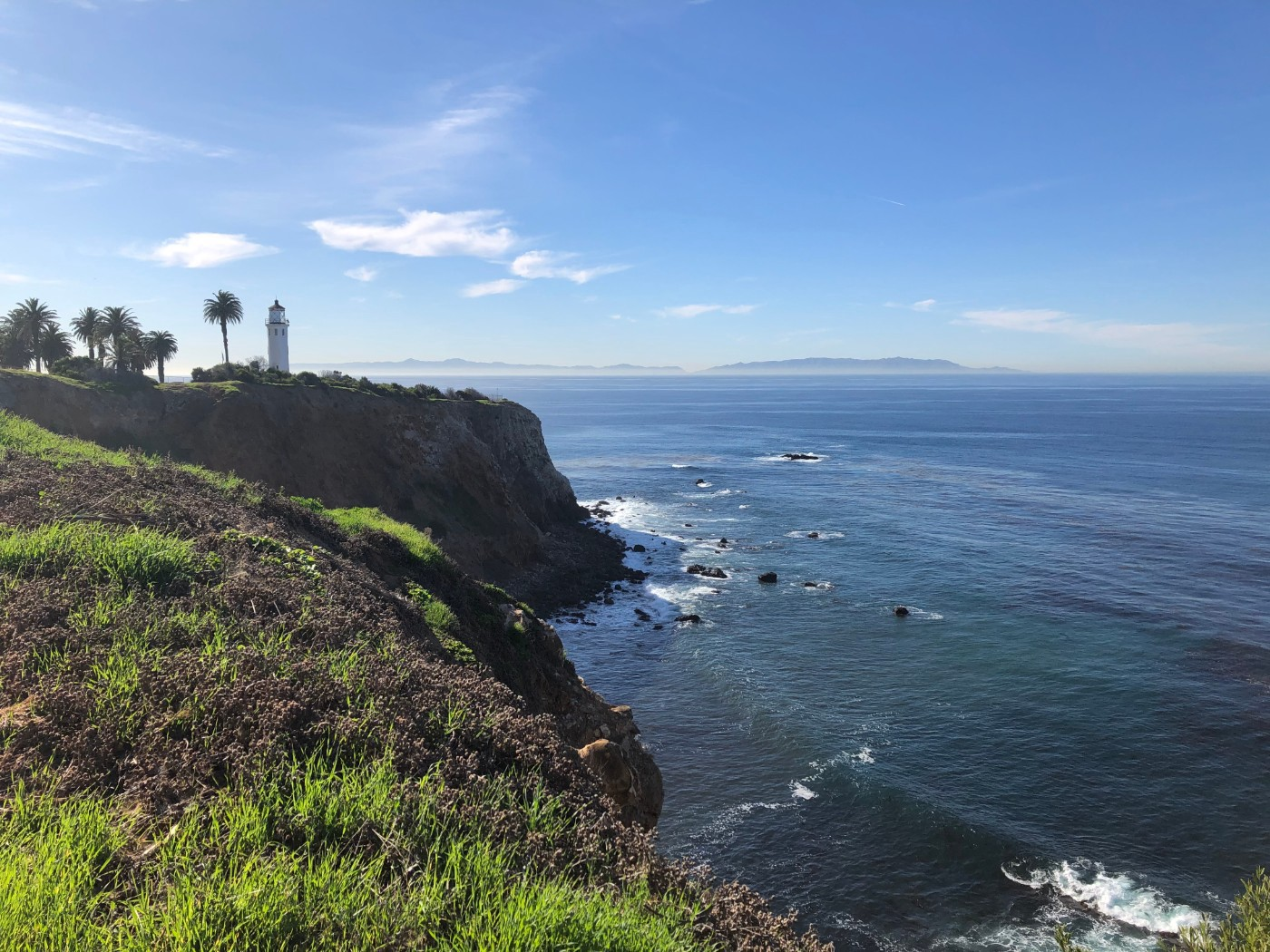 A lighthouse overlooking the Pacific Ocean (Point Vicente, Rancho Palos Verdes, California).