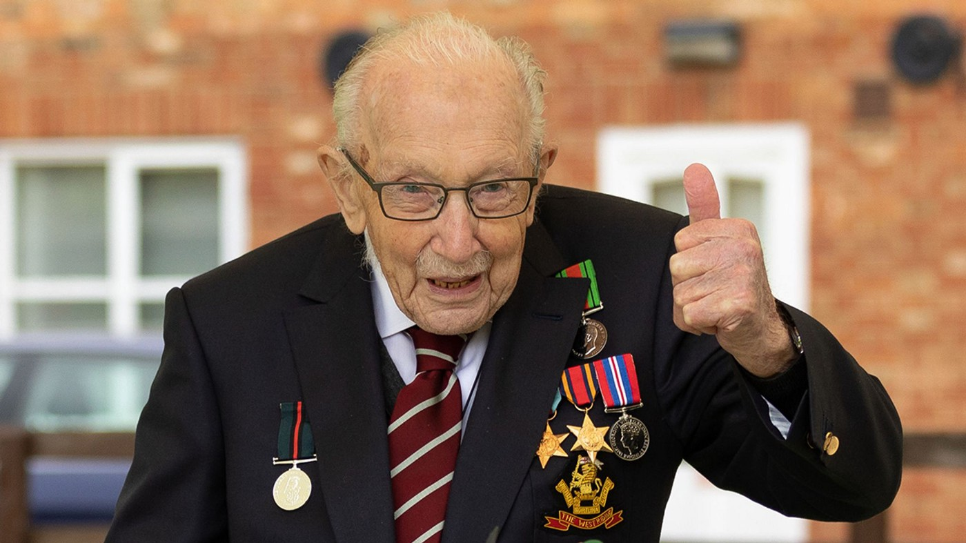 Captain Sir Tom Moore, wearing his war medals, giving a thumbs up gesture