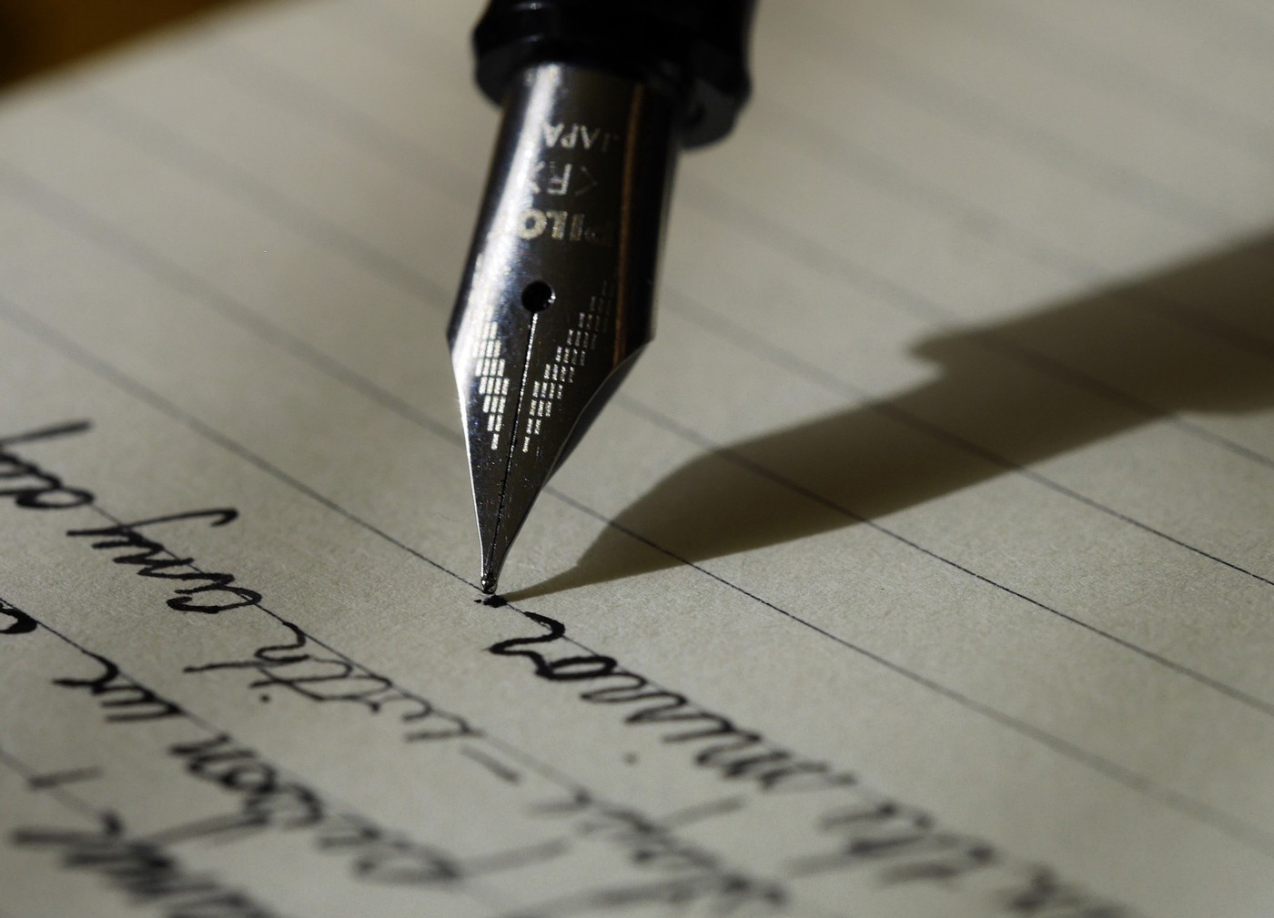 Write What You Know or Know What You Write?   by Robert Roy Britt   The  Writing Cooperative