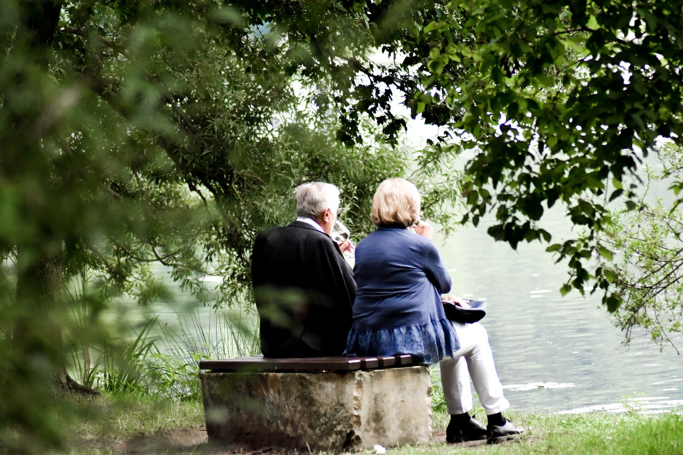 An old couple sitting in a park. Credits: Unsplash