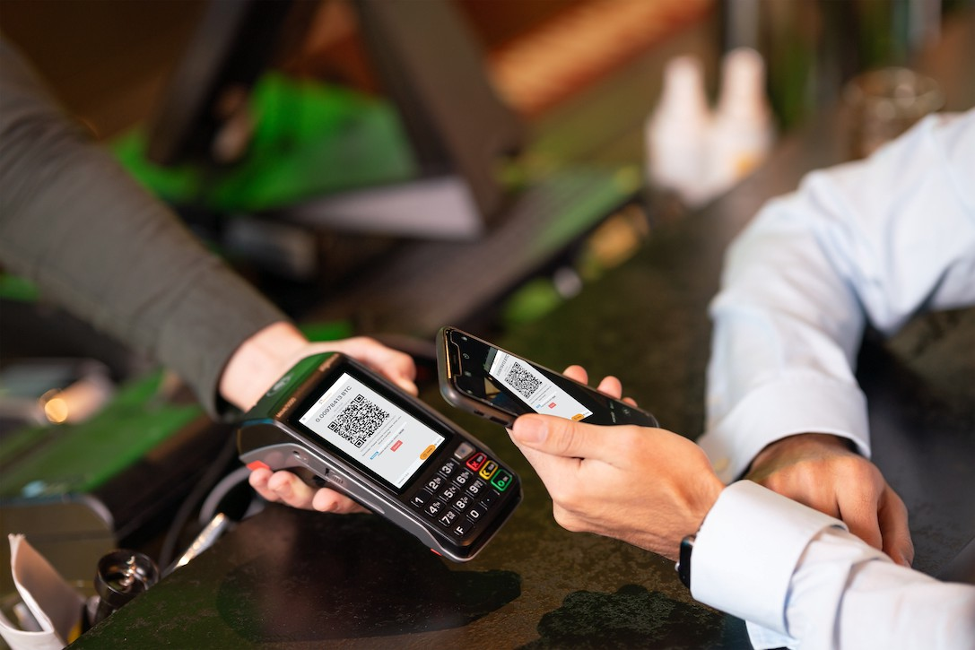 mobile smartphone payment with cryptocurrencies via Salamantex Software and Ingenico POS Terminal