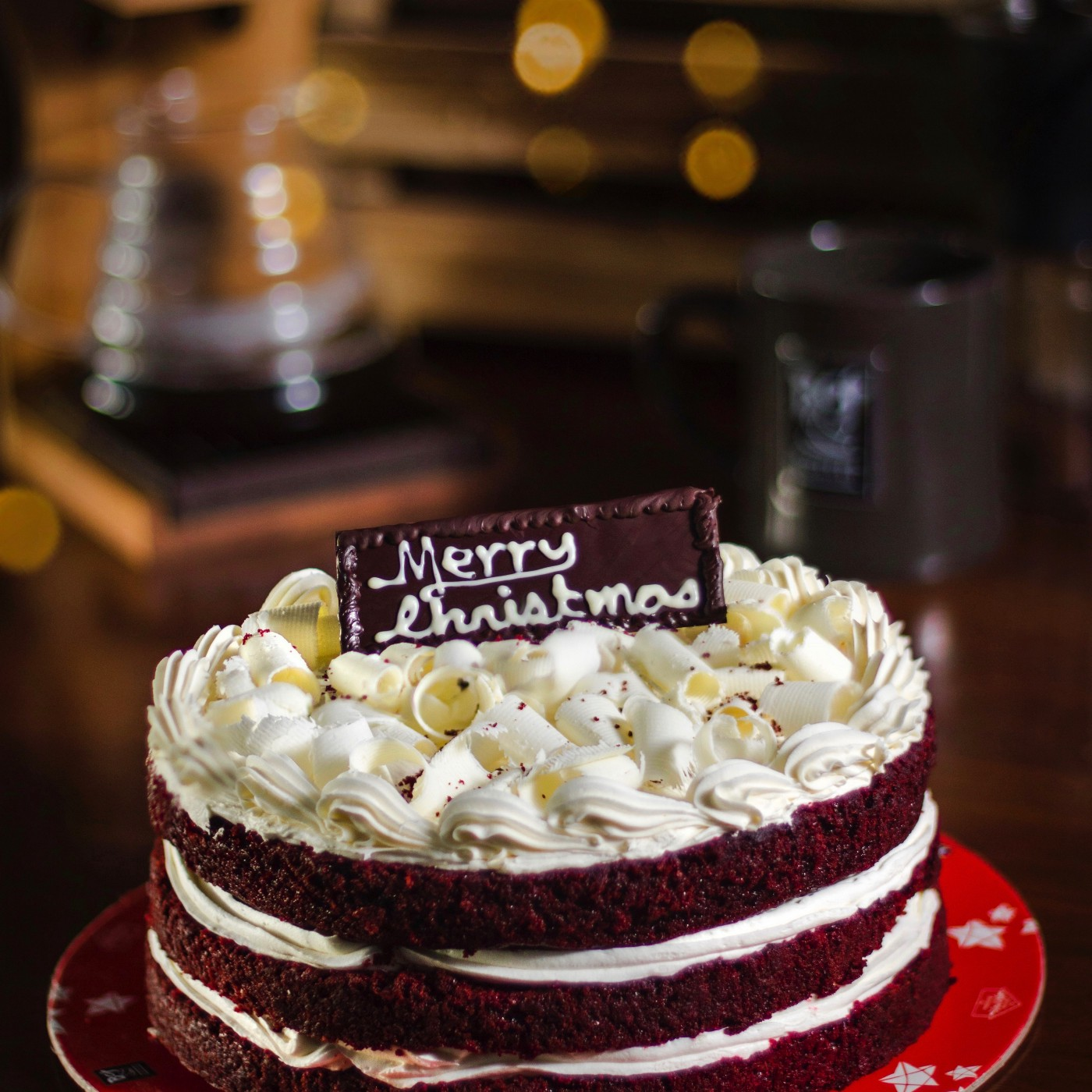 Birthday cake with Merry Christmas written on it.