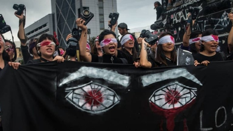 2019 Chileian  Activists protests the police's targeting of protesters' eyes with rubber bullets (Photo credit: Nicole Kramm)