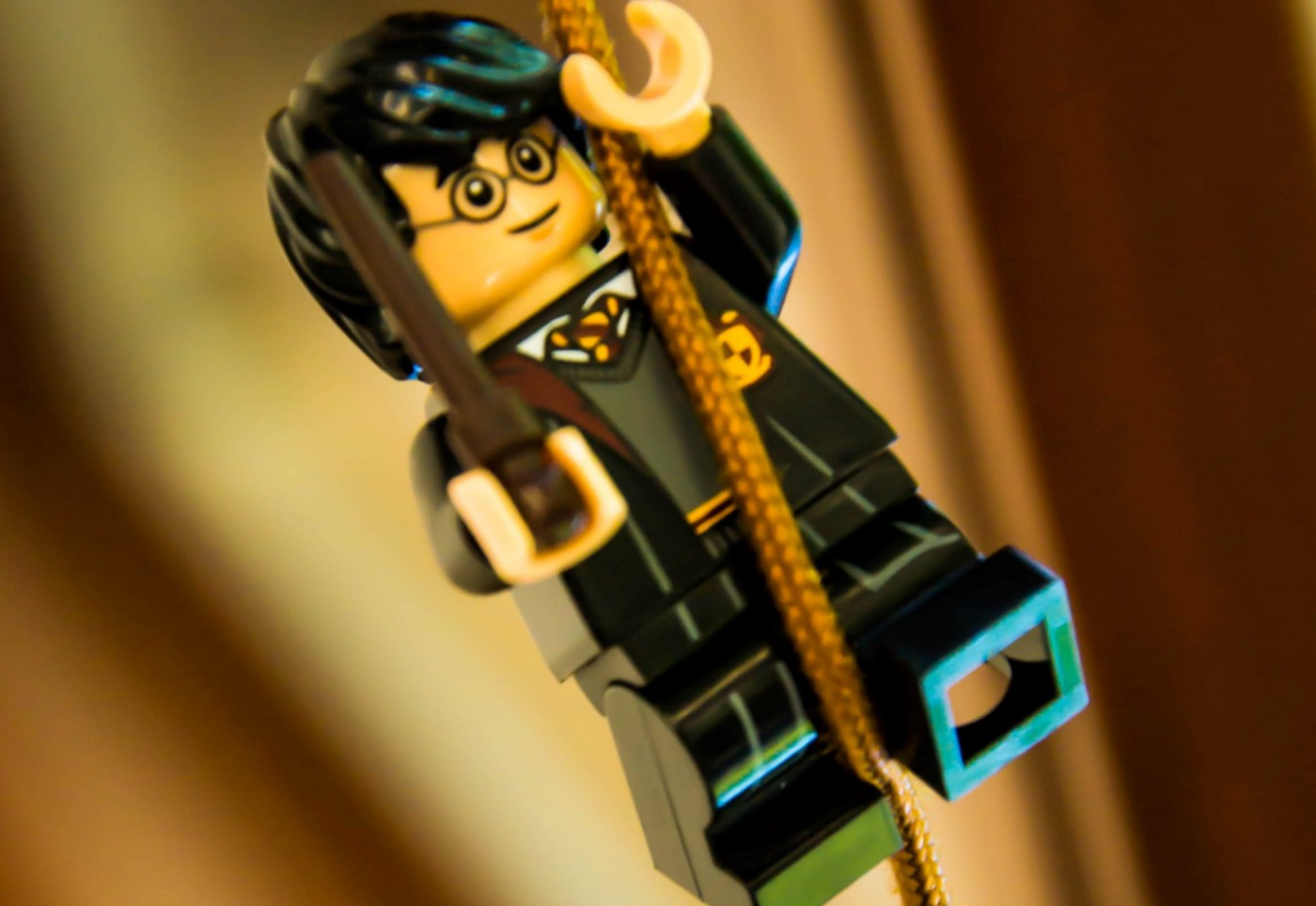Harry Potter Lego in a rope. 2 Simple Story Structure You May Use to Write Your First Novel 15 Easy beats and 14 signposts plus publishing industry data, pages, words count, and percentages