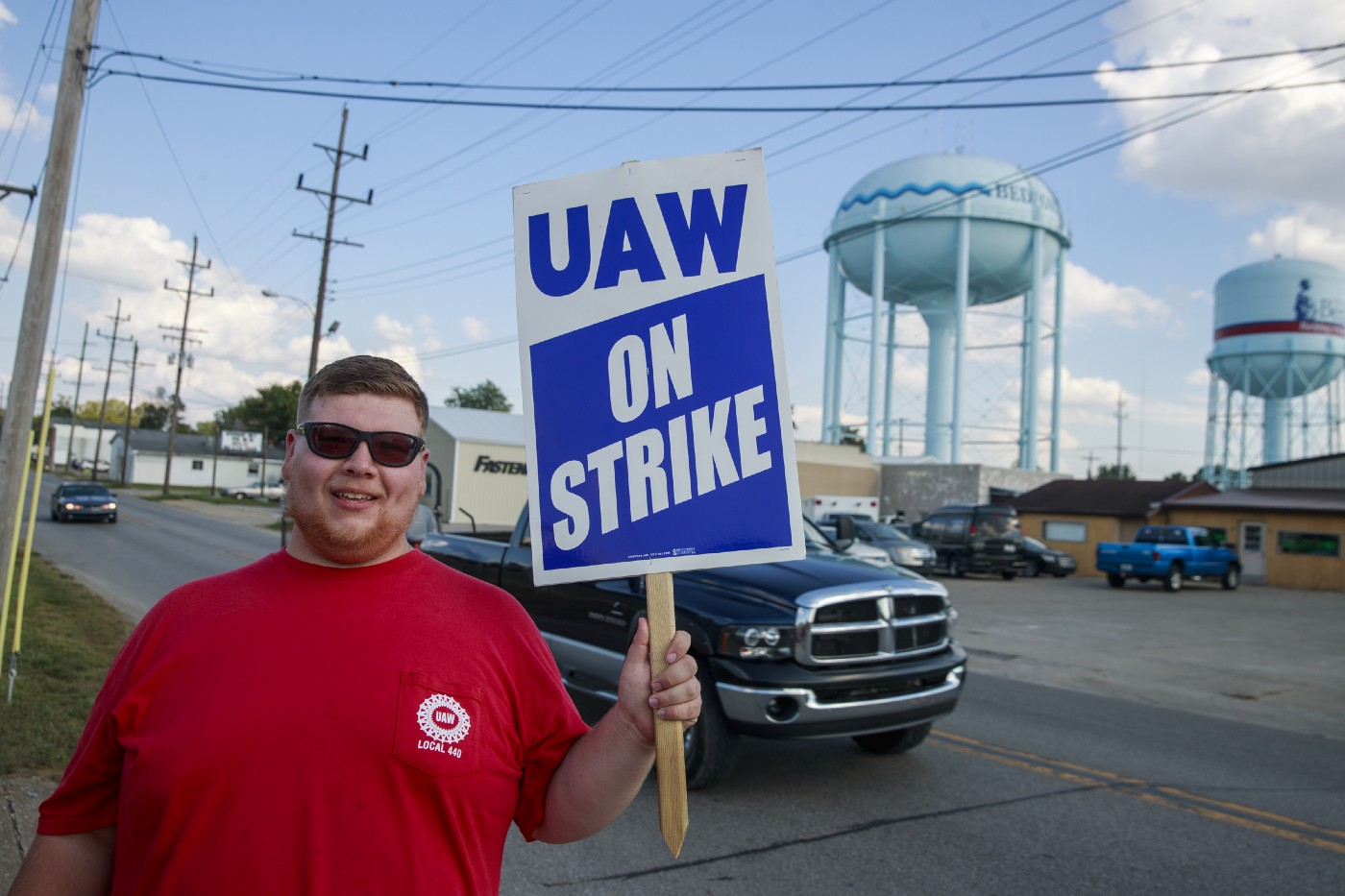 A worker from United Auto Workers Local 440 pickets at an entrance of GM's Bedford Powertrain factory.