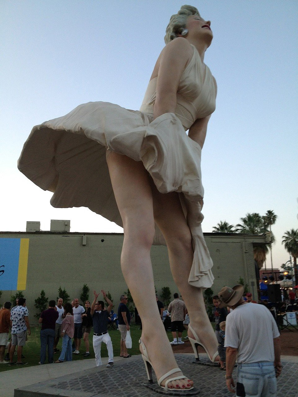 The statue of 'Marilyn Monroe on the subway grate' in Chicago, designed by Seward Johnson