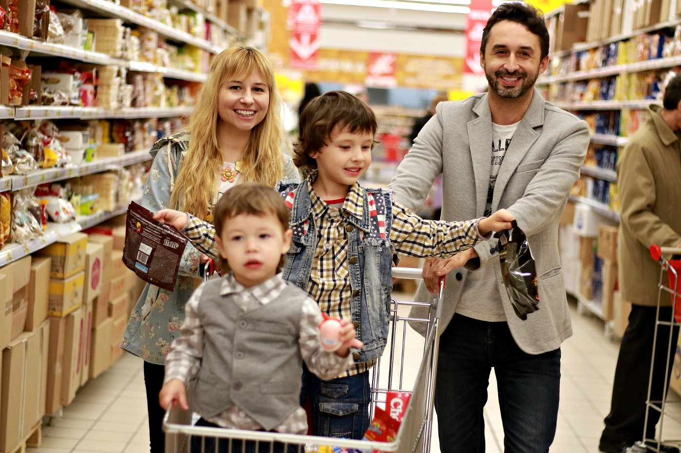 A family grocery shopping
