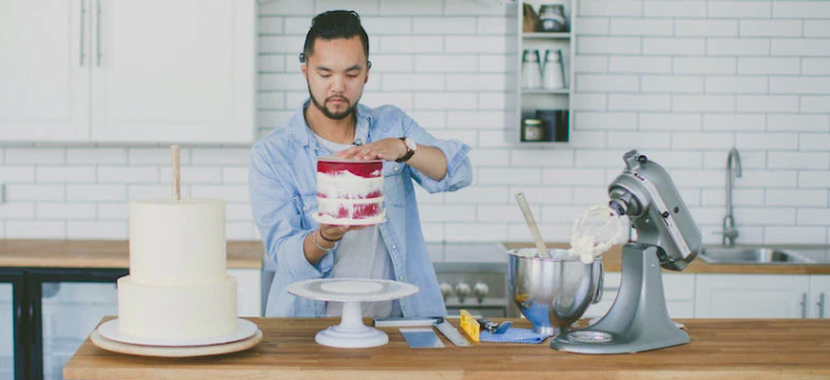 The passionate patissier Clifford Luu decorating a cake.