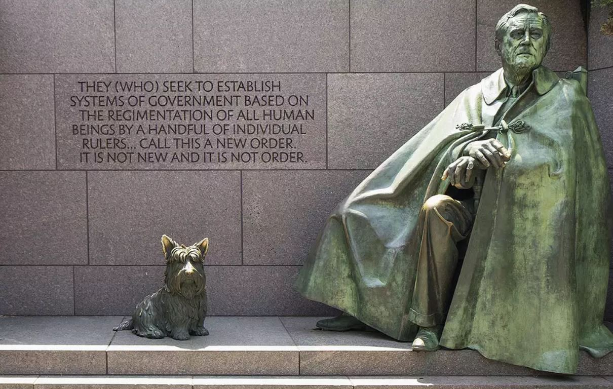 FDR statue with his dog
