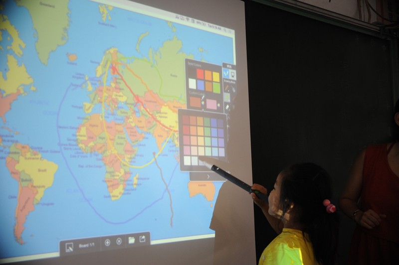 Choosing colors for flight routes