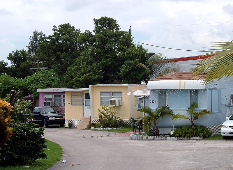 Trailer park in West Miami, Florida By Dr Zak—http://en.wikipedia.org/wiki/Image:Trailerpark.jpg, CC BY-SA 3.0, https://commons.wikimedia.org/w/index.php?curid=2065966