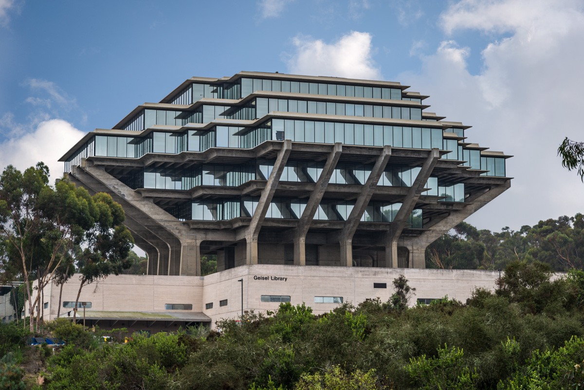 The Geisel Library at UCSD is an architectural wonder with the top looming larger than the bottom.