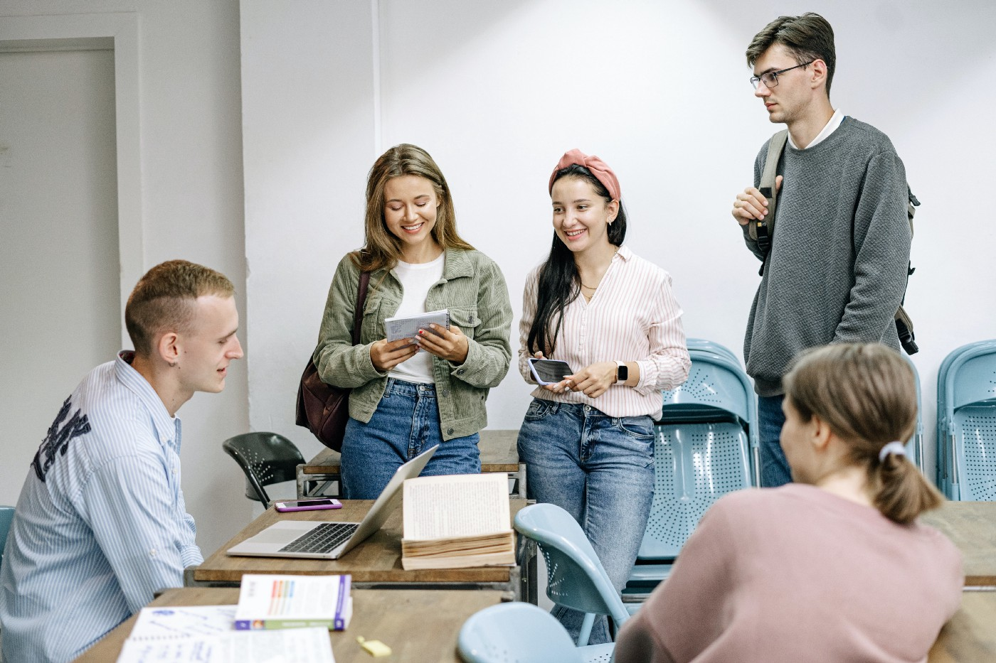 Group discussion questions for practicing idioms and expressions