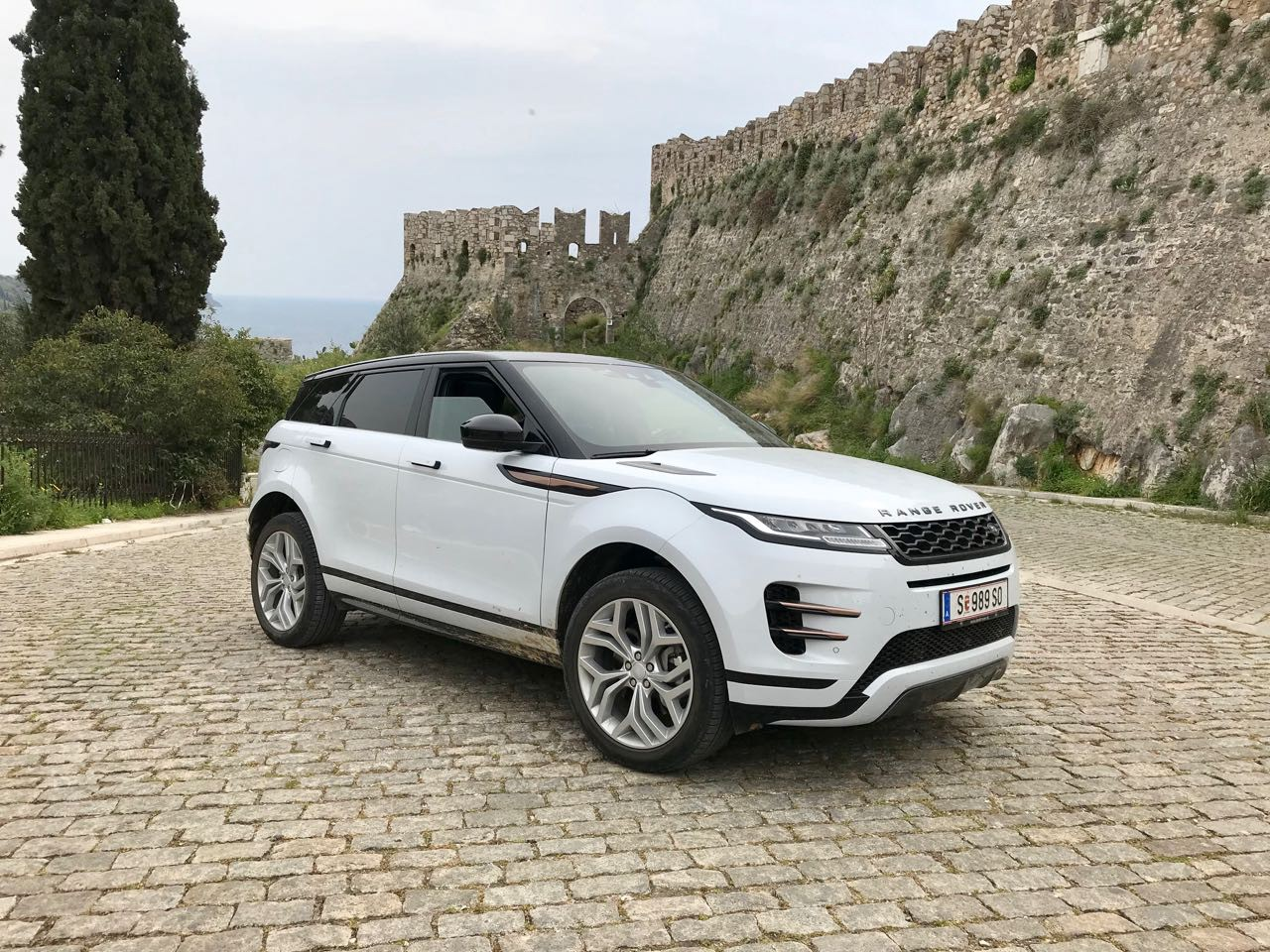 Cars 2020 Range Rover Evoque Phev Brings New Look Same Class