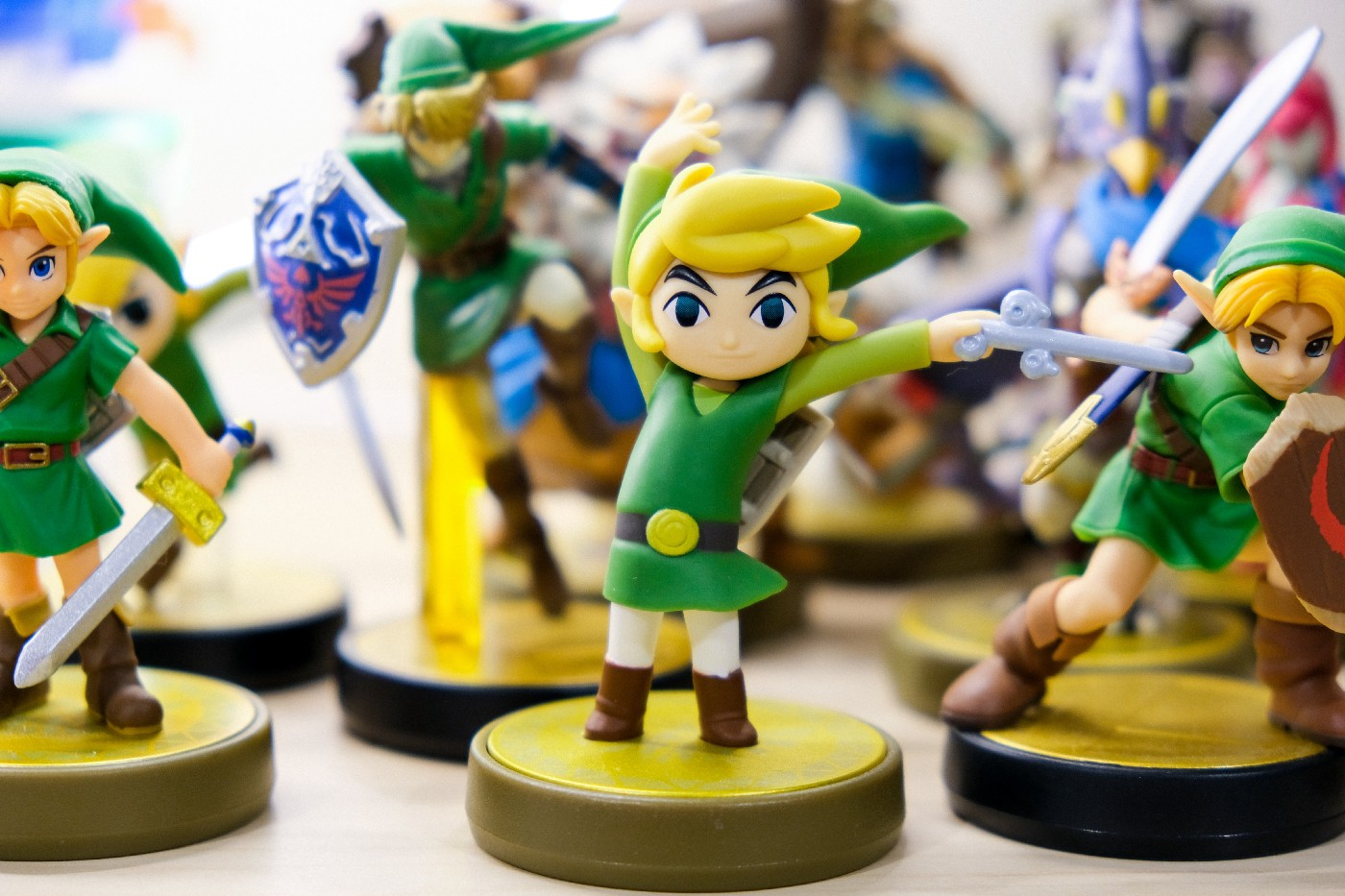Mini figures of Link from Zelda waving their swords or standing ready to battle.