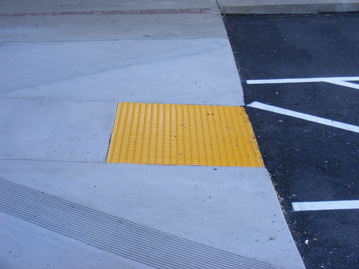 tactile paving on a down ram into a parking lot