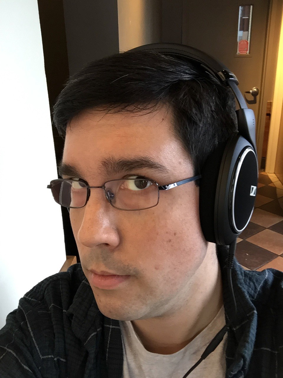 1c84822e794 Headphone selfie! These sit nicely on the head, and don't make you look  stupid in public places.