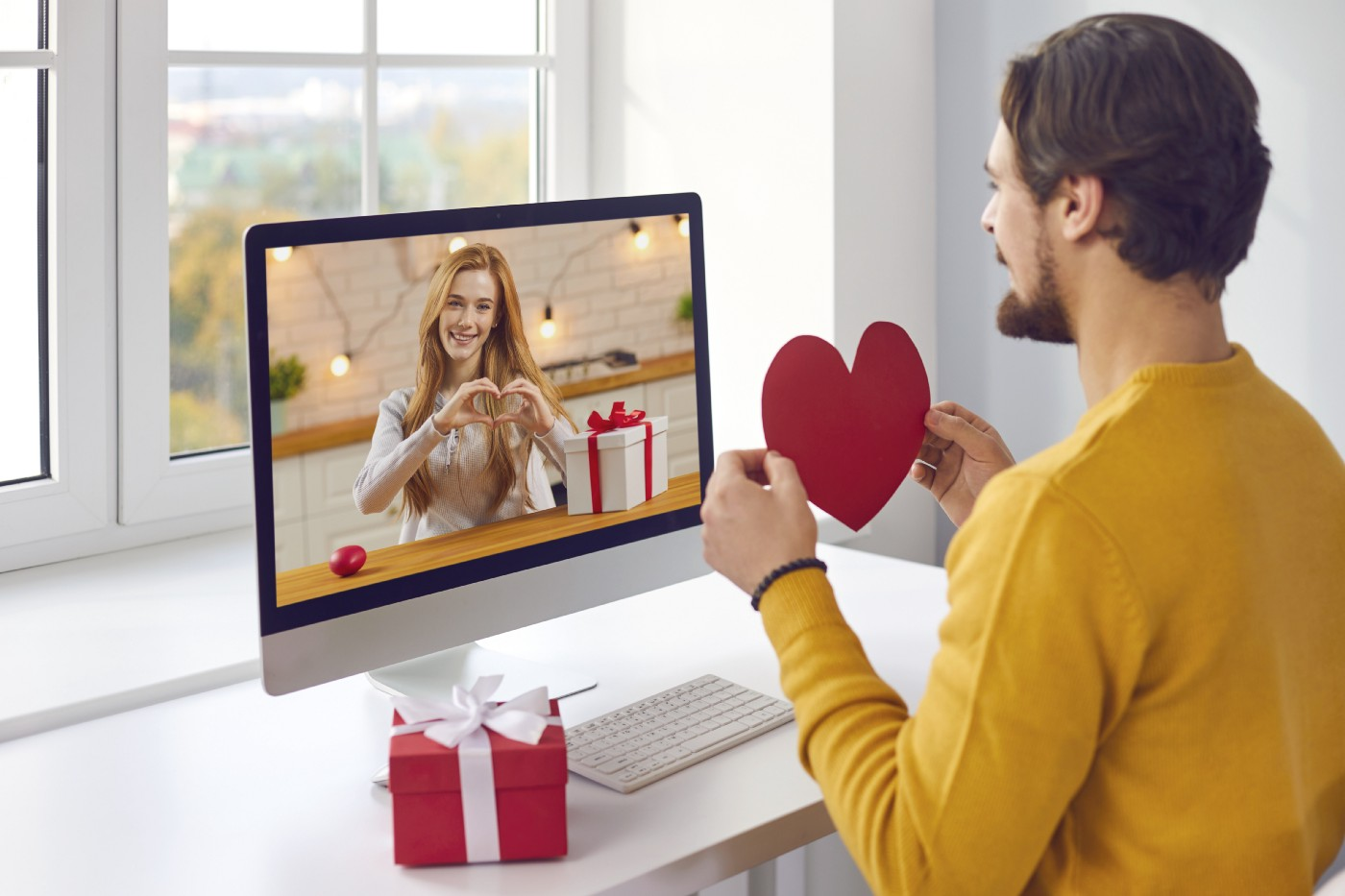 A couple on a virtual Zoom date