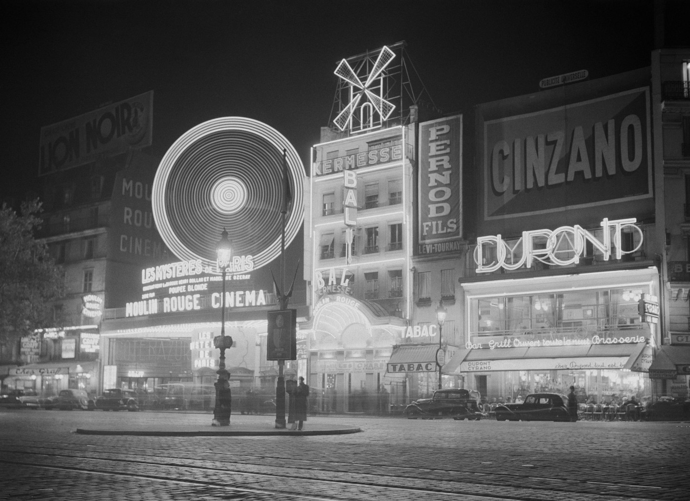 Black and white photo of the outside of Moulin Rouge in Paris