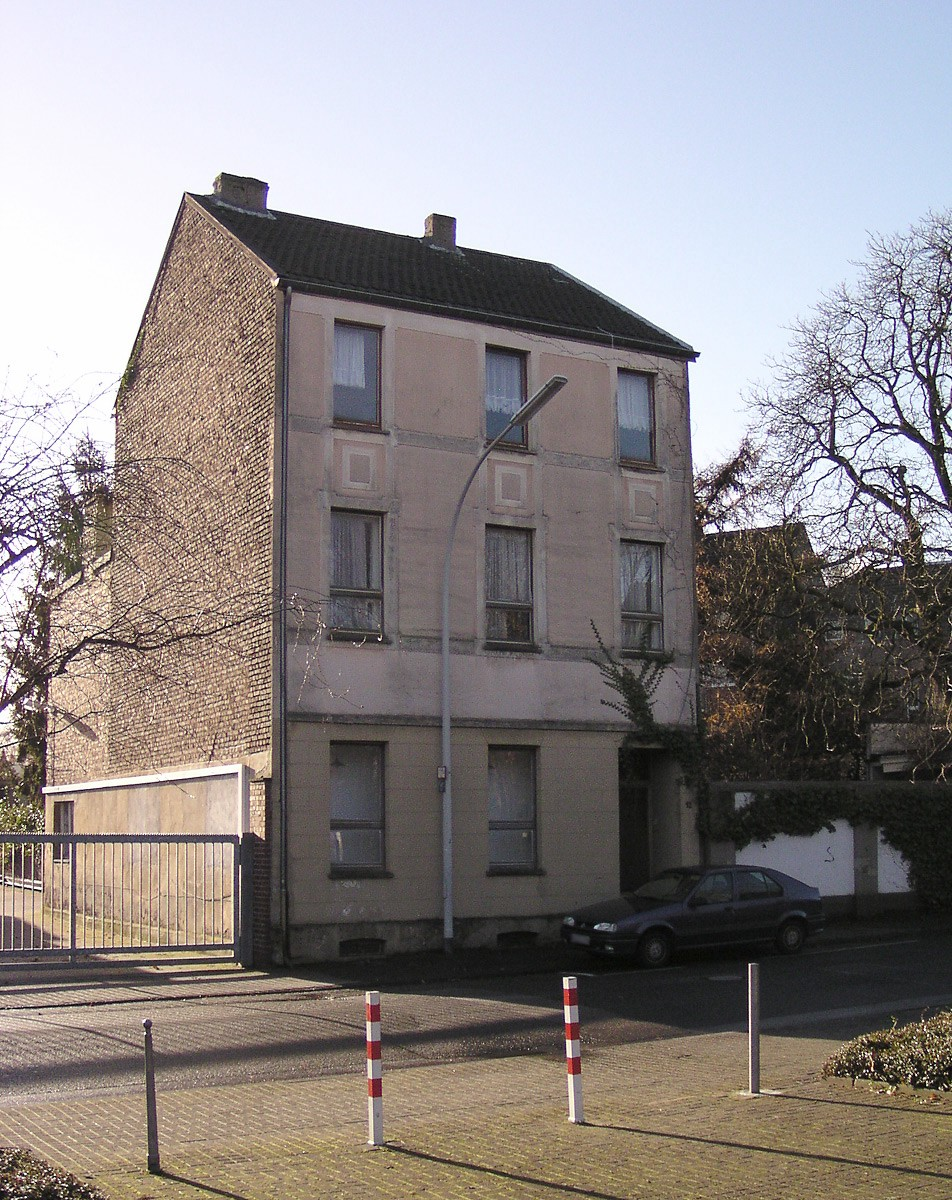 Photograph of the exterior of Haus u.r.