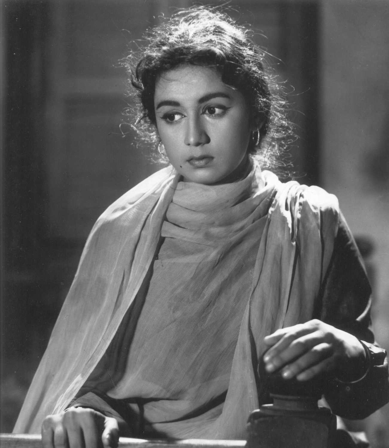Remembering Nanda on her 4th death anniversary  - Bollywoodirect