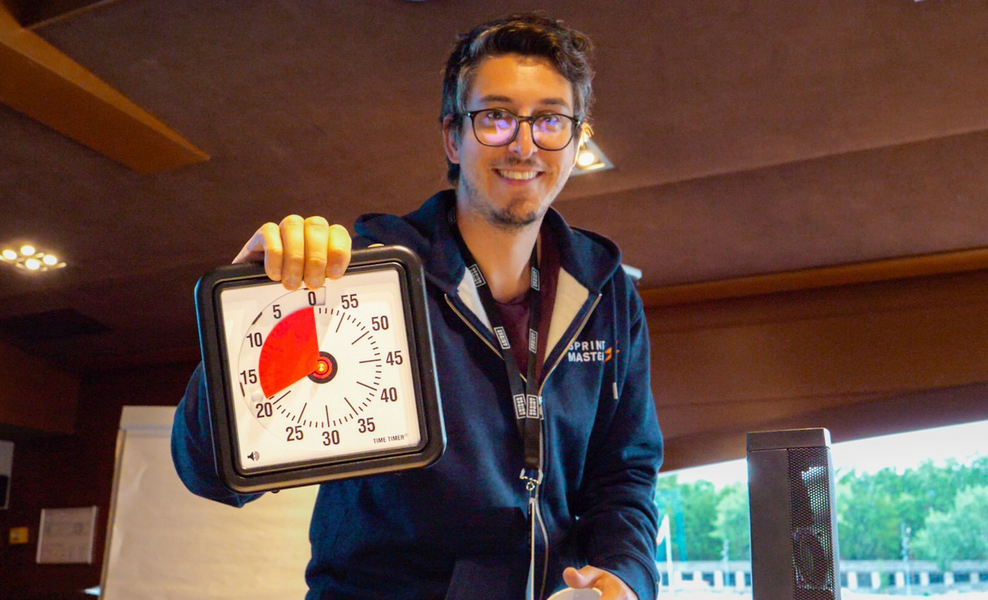 Stéph Cruchon from Design Sprint Ltd at the end of a workshop holding a Time Timer