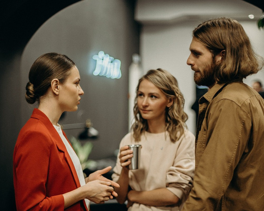 HOW TO TRANSFORM SMALL TALK INTO SMART CONVERSATION